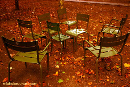 luxembourg_chairs_fall_leaves_absence_time_gone