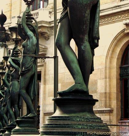 opera_garnier_statue_lamppost_bronze